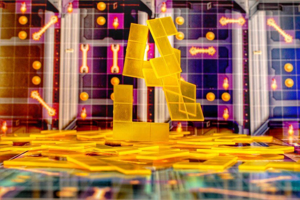 Jetpack Joyride hovering maze tiles