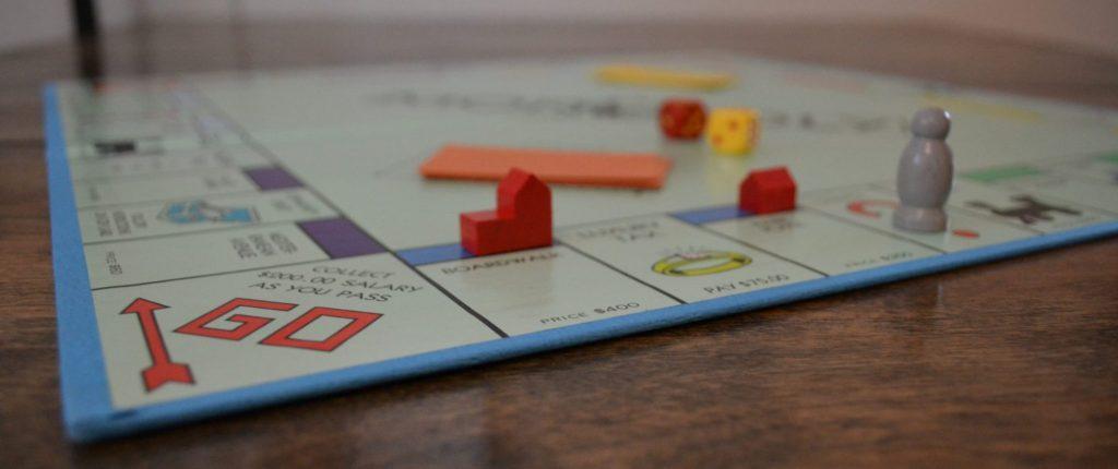 Monopoly meets Catan