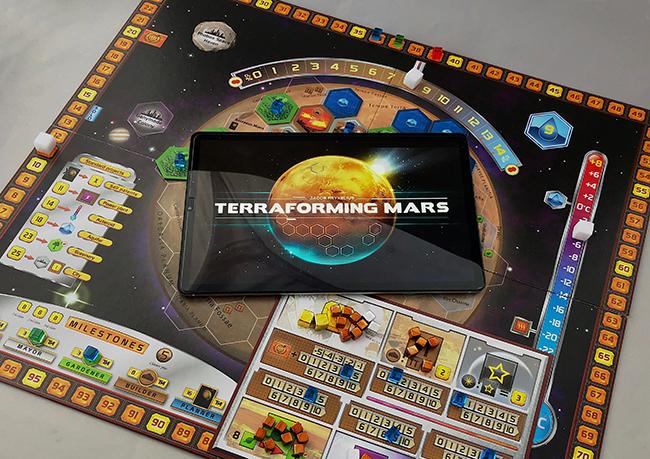 Terraforming Mars: Digital and Cardboard